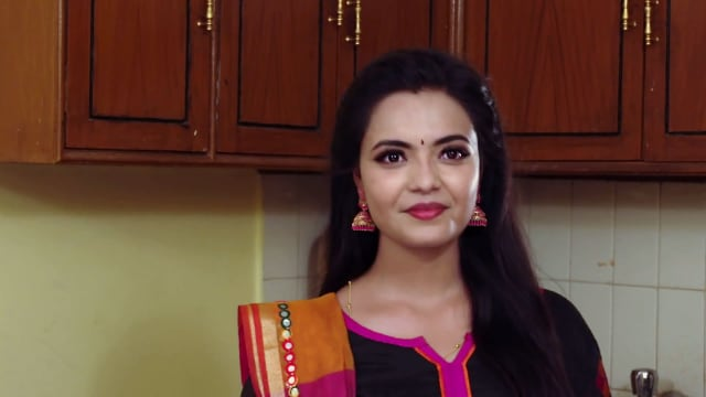 Watch Siri Siri Muvvalu TV Serial Episode 114 - Sharada Apologises to Kavya  Full Episode on Hotstar