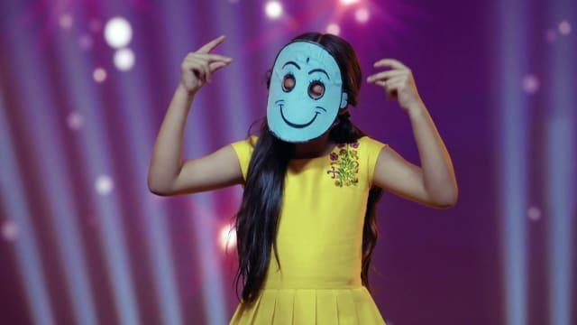 Watch Kulfi Kumar Bajewala TV Serial Episode 280 - Udit Narayan, the New  Judge Full Episode on Hotstar