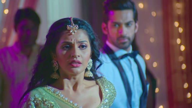 Watch Krishna Chali London TV Serial Episode 223 - Veer, Krishna's Grand  Performance Full Episode on Hotstar