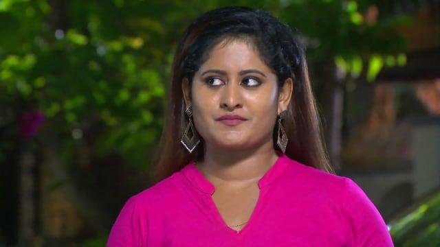 Watch Neelakkuyil TV Serial Episode 322 - Swathi's Devious Move Full  Episode on Hotstar