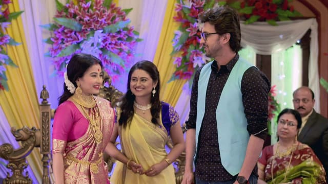 Watch Irabatir Chupkotha TV Serial Episode 179 - Irabati Is Overwhelmed  Full Episode on Hotstar