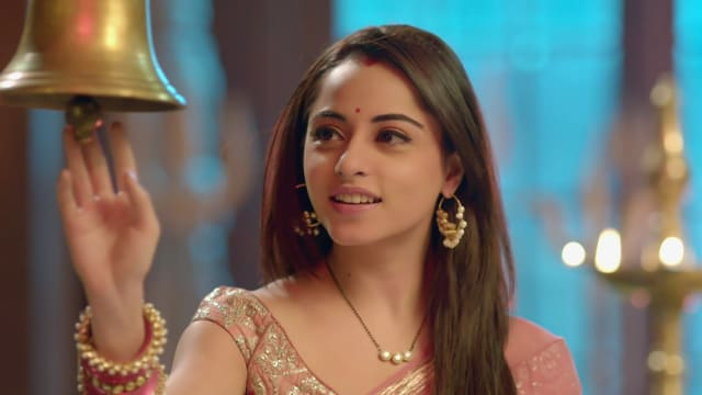 Watch Nazar TV Serial Episode 143 - Piya Experiences Labour Pain Full  Episode on Hotstar