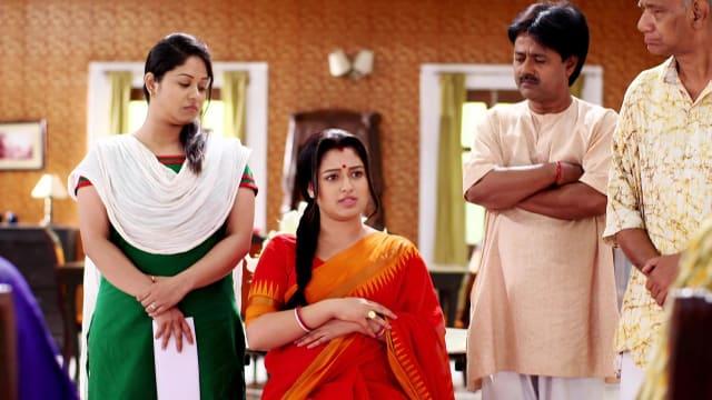Watch Bajlo Tomar Alor Benu TV Serial Episode 240 - Minu Addresses a  Meeting Full Episode on Hotstar