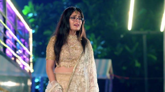Watch Yeh Rishtey Hain Pyaar Ke TV Serial Episode 99 - Mishti's Bold Move  Full Episode on Hotstar