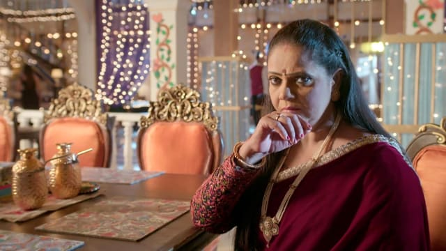 Watch Yeh Rishtey Hain Pyaar Ke TV Serial Episode 88 - Meenakshi Calls the  Maheshwaris Full Episode on Hotstar