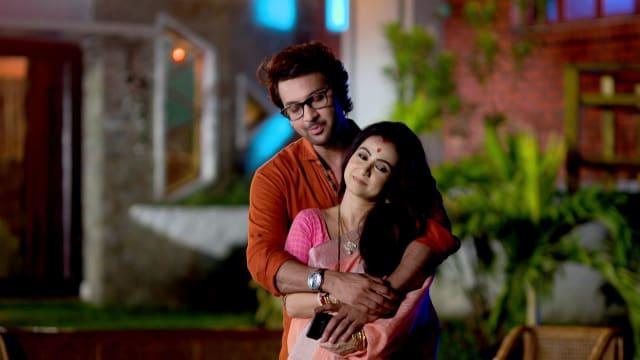 Watch Irabatir Chupkotha TV Serial Episode 295 - Akash, Irabati's Alone  Time? Full Episode on Hotstar