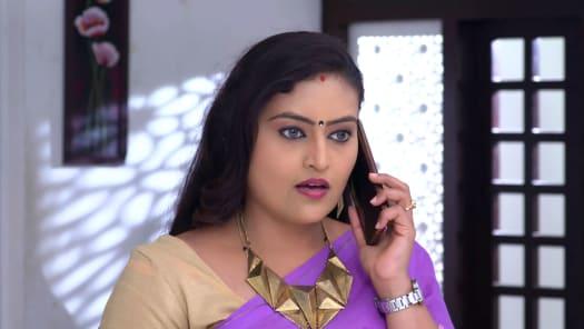 Watch Neelakkuyil TV Serial Episode 322 - Swathi's Devious Move Full